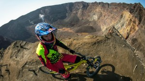 Steve Smith descend un volcan...